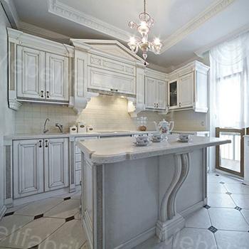 кухня белого цвета в греческом стиле