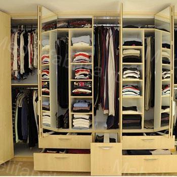 яркая гардеробная комнатая