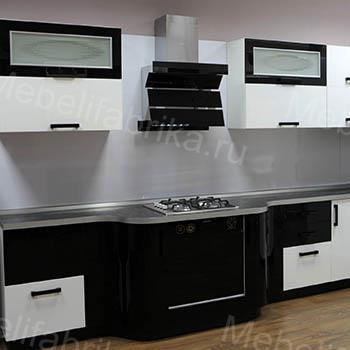 черно-белая кухня из акрила