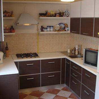 оранжевая мебель для кухни из лдсп