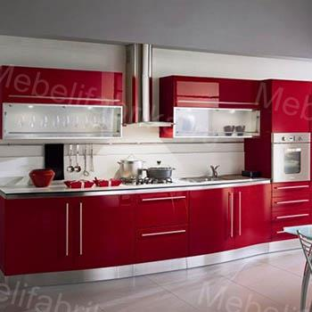 красная кухня с встроенной техникой