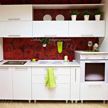 белая кухня с розами из пластика