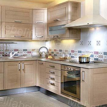 стильная кухня с рамочными фасадами