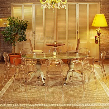 прозрачная мебель в дизайне спальни