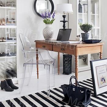 стильное оформление прозрачной мебели