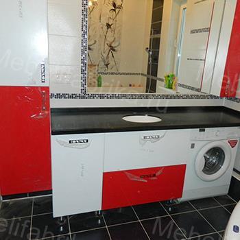 бело-красная влагостойкая мебель для ванной