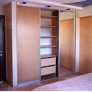 просторный встроенный шкаф купе